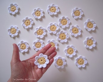 Cute daisies in soft yellow and white - set of 10 - crocheted in cotton