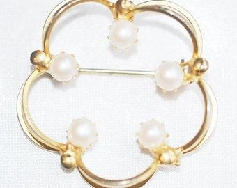 Vintage Hobe Pearl Brooch