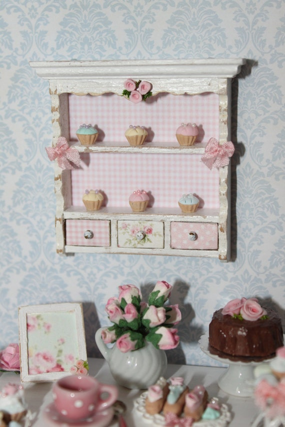 Shaby Shelf with 6  handmade cupcakes  Scale 1 12