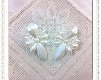 earrings // white Earrings // pearl earrings// drop // bride earrings // Bridesmaid // wedding earrings // wedding jewelry // bridal,bride