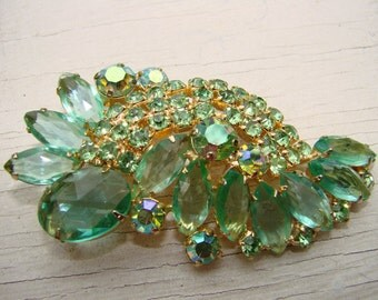 BROOCH classic Julianna style green multi faceted sparkling glass and prong set rhinestones.  Gorgeous mid century classic.  Perfect.