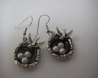 Same great birds nest but in silver tone