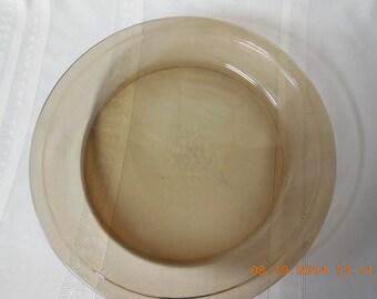 Vintage amber Pyrex pie plate.