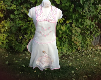 Vintage full apron. Southern belle embroidery. Sheer hostess apron. Kitchen accessory. Unique design.
