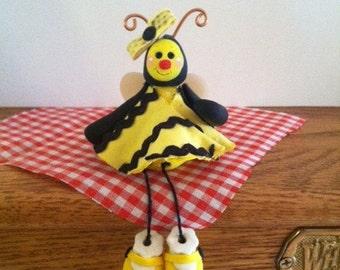 Shelf-Sitting Bumble Bee,Honey Bee, Clay Bee, Bumble Bee, Yellow Bee