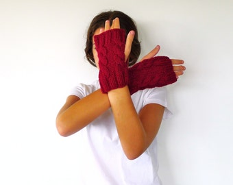 Cable knit mittens for women. Wool hand warmers. Burgundy knitted mittens. Gift idea for her