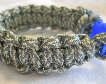 Grey and White 6.5 Inch Paracord Bracelet Item #101