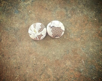 Fabric button earring Lace