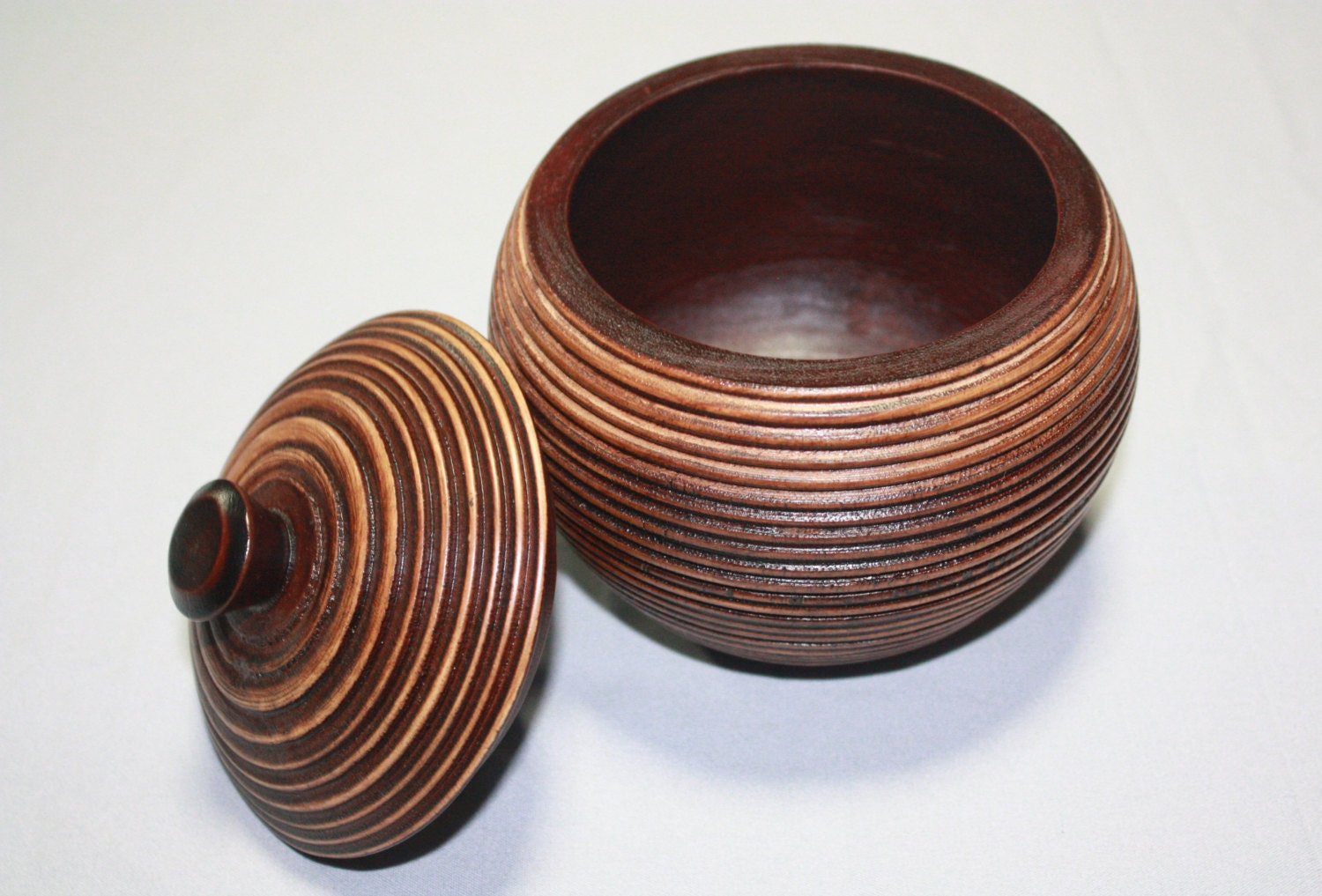 Hand carved round wooden box with lid spherical wooden pot for Circular wooden box