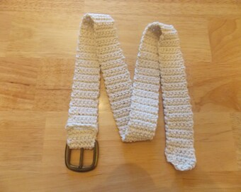 Beige crochet belt with a buckle 38 in.