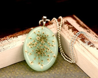 Resin Pendant with dill flowers - K126