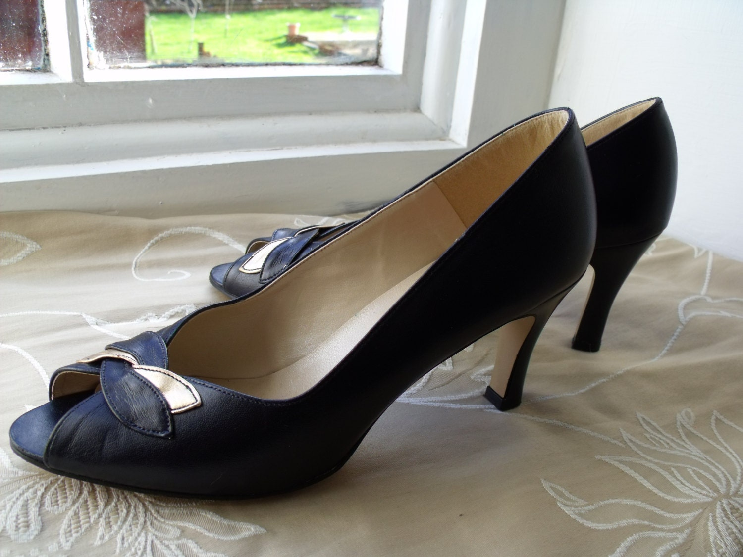Find great deals on eBay for black court shoes. Shop with confidence.