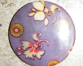 Mother of pearl shell round pendant (50mm)