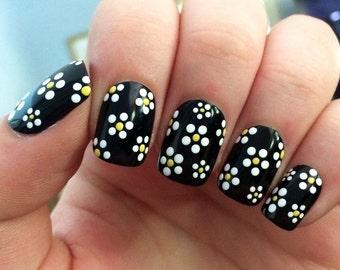 Daisy fake nails, floral nail art, black acrylic nails