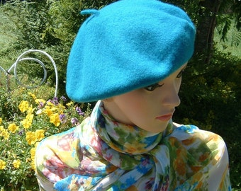 80s Cyan colored Beret made of  Wool Size Medium