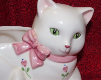 A Gorgeous Vintage Plantar of a White Cat with Green Eyes - 1988 Summitt Co Exclusive
