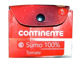 Remanufactured carton wallet, Portuguese tomato juice purse, Portugal paper clutch, red white mini-bag, Continente sumo tomate, portemonnee