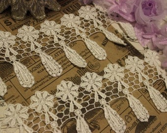 White Flower Dangle Venise Lace Trim