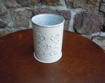 81 - Wine Bottle Holder -Metal - Fleur De Lis Design -Distressed- Heirloom White