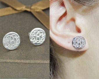 Monogram Stud Earrings,Silver Initial Monogram Earrings,Personalized Stud Earrings,Engraved Circle Earrings,Bridesmaid Gift E002