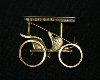 Vintage gold brooch horse coach carriage brooch antique transportation Zentall jewelry