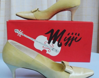 7.5 - Vintage Mijji Tan/Yellow with Bow Leather Shoes