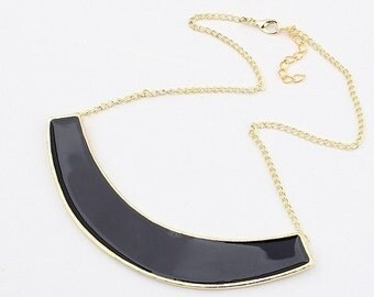 The Holly half arch necklace