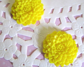 Yellow 25mm Flower Cabochons, Chrysanthemum Cabs, E246