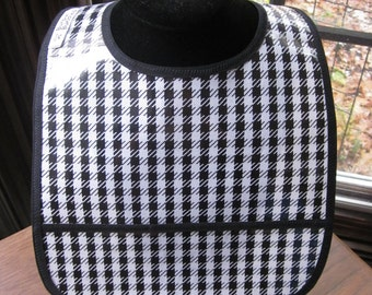 WATERPROOF WIPEABLE Baby to Toddler Wipeable Plastic Coated Bib Black and White Houndstooth
