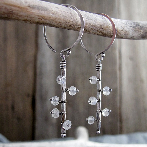 Mobile Earrings in Silver with Flashy Moonstone