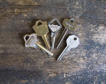 5 Magnets Made With Vintage Keys