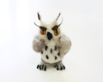 Needle Felted White OWL, Waldorf woodland figurine, wise owl miniature, waldorf toy, collectible owl, polar owl totem, arctic owl, snowy owl