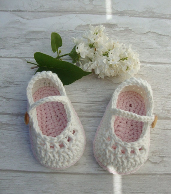 Baby socks mary janes gift box : Baby booties mary jane crochet shoes ivory and pastel by