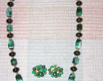 Vintage Long Green and Black Lucite Bead Necklace and Clip Earrings Demi Parure  (N-3-1)