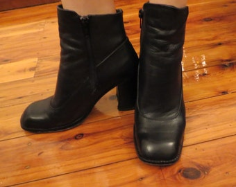 Vintage Black Leather We La Ly Italy Ankle Boots