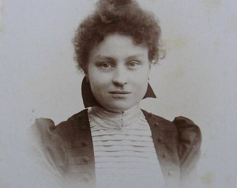 Antique CDV Photo - Young Woman (F. Albert, Brussels, Belgium)
