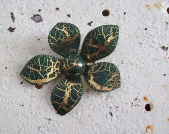 Vintage metal flower brooch forest green and gold crackle  free shipping to USA