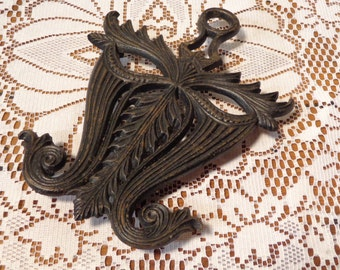 Vintage Cast Iron Trivet  - Virginia Metal Crafters Black Trivet  -  14-0022