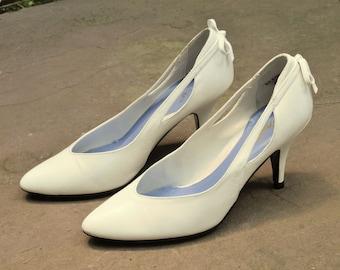 Flings White Bow Heels Sz 6.5 // 1980s Bridal Shoes
