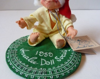 Vintage 1989 Annalee doll society christmas day child in pjs with open back flap