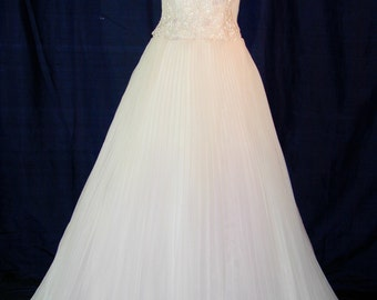 A Beautiful Givenchy wedding dress size 4