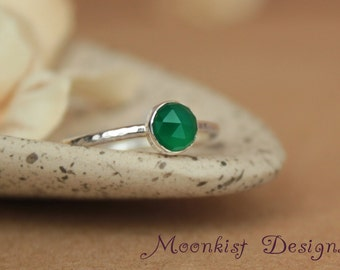 Green Onyx Silver Promise Ring - Unique Bezel-Set Stacking Solitaire Ring - Green Onyx Engagement Ring - Silver Bridesmaid Stacking Ring