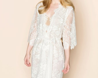 Swan Queen Scalloped Lined Bridal lace & silk kimono getting ready robe in off white