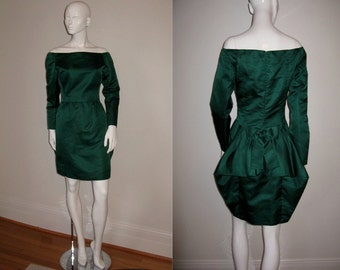 Vintage Scaasi Boutique Emerald Green Long Sleeve Off Shoulder Peplum Back Cocktail Party Dress