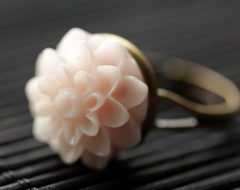 Pale Pink Mum Flower Ring. Pale Pink Chrysanthemum Ring. Pale Pink Flower Ring. Adjustable Ring. Handmade Flower Jewelry.