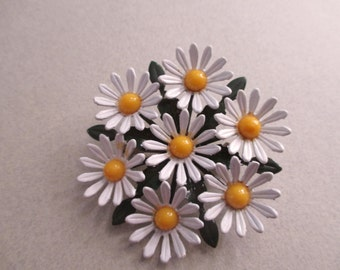 1960's Flower Pin Mod Daisy Bouquet Cluster Vintage Costume jewelry yellow & white daisies summer jewelry hippie wedding