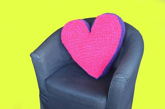 Amigurumi Heart Pillow : Heart Pillow Crochet Pattern Large Heart Amigurumi Pattern