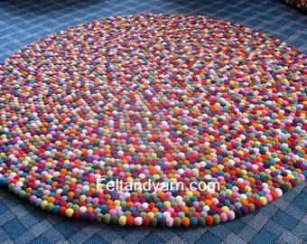 200 cm Round felt ball rug handmade in Nepal