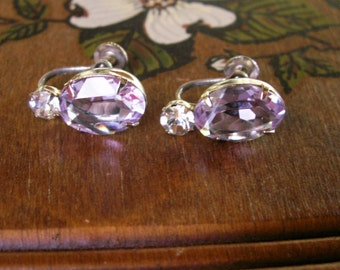Vintage Purple Faceted Oval Rhinestone Screw On Earrings Amethyst Colored 50s Jewelry
