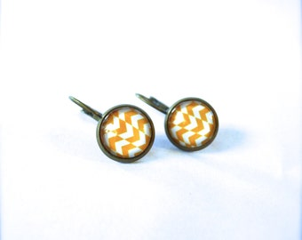 Earrings in yellow and white